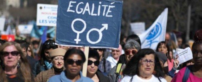 """Francia, protesta lavoratrici: """"Gli stipendi degli uomini sono più alti, scioperiamo"""""""
