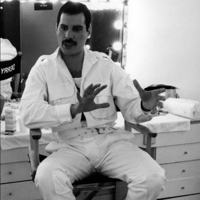 Freddie Mercury, il 24 novembre moriva il frontman dei Queen: rockstar, uomo, monumento alla libertà