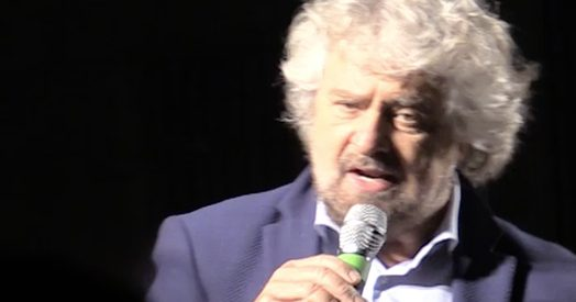 """Riforme, Grillo: """"Renzi? Lo conosco, mentirĂ sempreâ€. Poi gli ridĂ del """"serial killerâ€"""