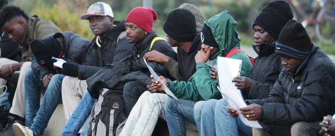 Calabria, i cento migranti abbandonati ad Amendolara: tra casi di scabbia e malori, il cortocircuito dell'accoglienza
