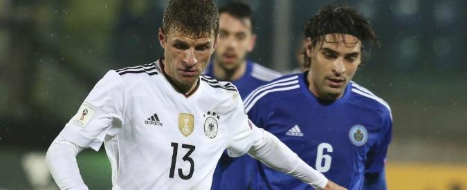 """Müller a San Marino: """"Partita inutile"""". La risposta: """"Portate i sandali col calzino"""""""