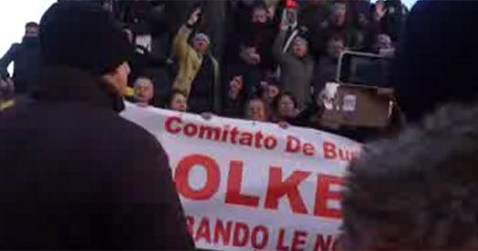 Napoli, venditori ambulanti in piazza contro la direttiva Bolkestein