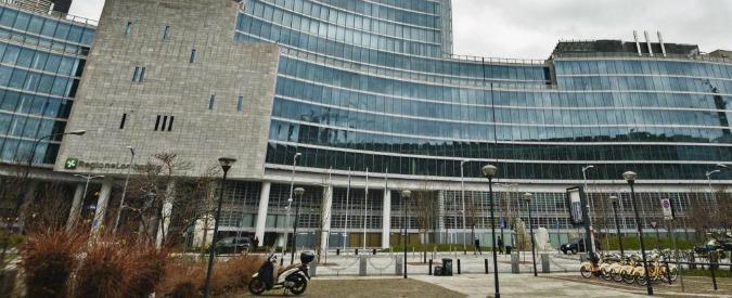 Milano, rissa sotto palazzo della Regione: due filippini accoltellati, 5 arresti