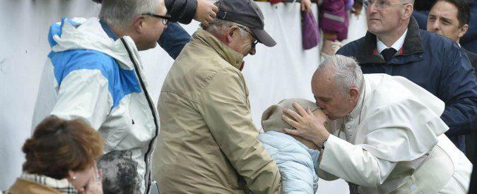 Radio Maria e il cattolicesimo 'magico' più forte del Papa