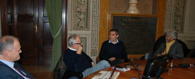 """M5s, il consulente per l'Ambiente della Raggi a lezione di rifiuti da Pizzarotti: """"Parma eccellenza italiana"""""""
