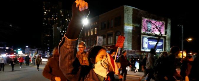 Trump, proteste in molte città Usa: un ferito a colpi di pistola a Portland. A Los Angeles 200 arresti