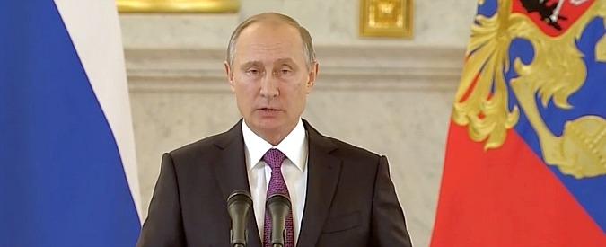 """Parlamento Ue: """"Cremlino finanzia partiti anti Europa"""". Putin: """"Degrado della democrazia"""""""