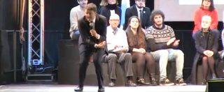 """Renzi, agli """"amici 5 stelle"""": """"Grillo vi dice """"votate con la pancia"""". Sa che con il cervello votereste Sì"""""""