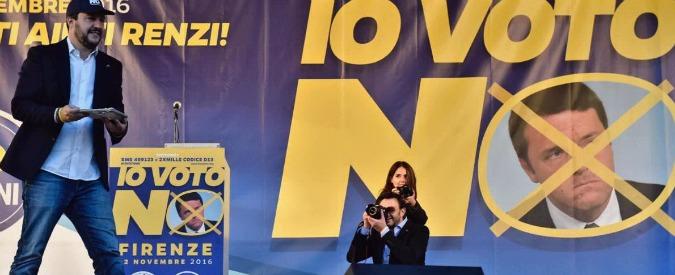 """Referendum, Salvini in piazza a Firenze per il no: """"Se chiedono ci sono"""". E Renzi al M5s: """"No è contro la vostra storia"""""""