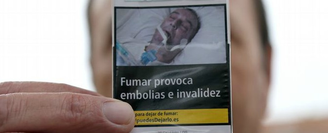 """Sigarette, ennesima denuncia all'Ue: """"Uomo ritratto sui pacchetti è mio padre"""""""