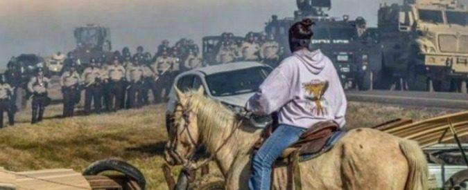 Usa, granate e blindati contro i nativi americani che proteggono la propria terra