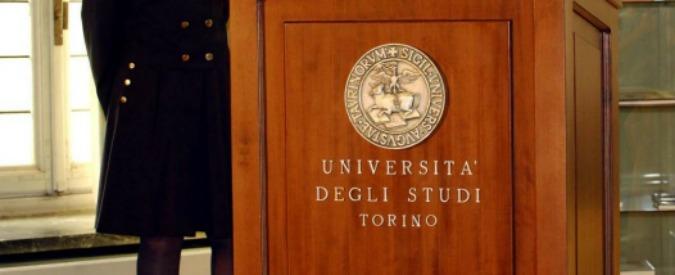 Torino, sesso e foto hot in cambio di voti alti all'Università: arrestato un professore