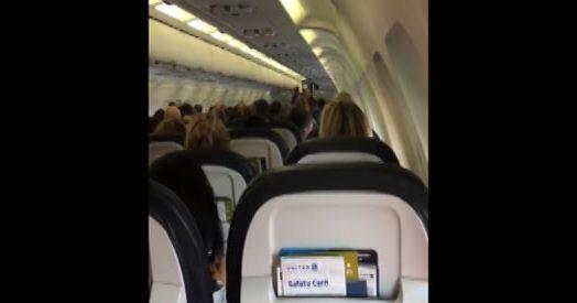"""Trump, il messaggio del comandante sull'aereo: """"Allacciate le cinture e non parlate di politica"""""""