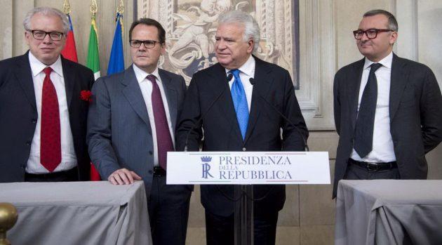 La delegazione di Ala al Quirinale: il capogruppo al Senato Lucio Barani, quello alla Camera Saverio Romano, il leader Denis Verdini e il viceministro ex montiano Enrico Zanetti