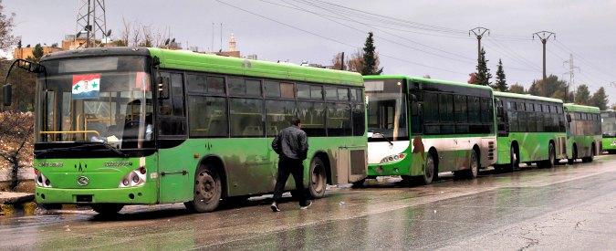 """Aleppo, sospesa nuovamente l'evacuazione: """"Personale Oms e Croce Rossa devono lasciare la zona"""""""