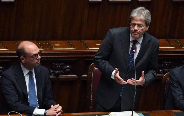 Gentiloni con il ministro degli Esteri Angelino Alfano