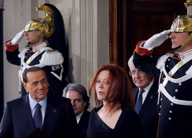 Berlusconi entra in sala stampa al Quirinale
