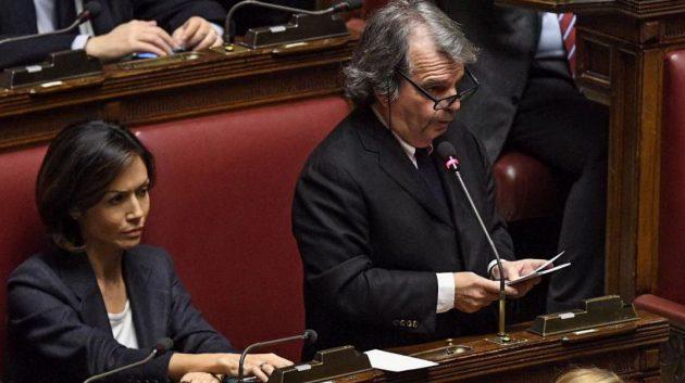Il capogruppo di Forza Italia Renato Brunetta annuncia che Forza Italia voterà no alla fiducia. Al suo fianco la sua vice, Mara Carfagna