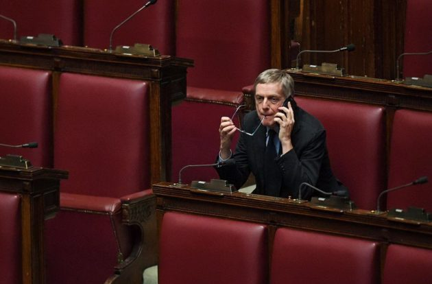 Gianni Cuperlo, tra i pochi a rimanere in Aula alla Camera durante la discussione sulla fiducia al governo