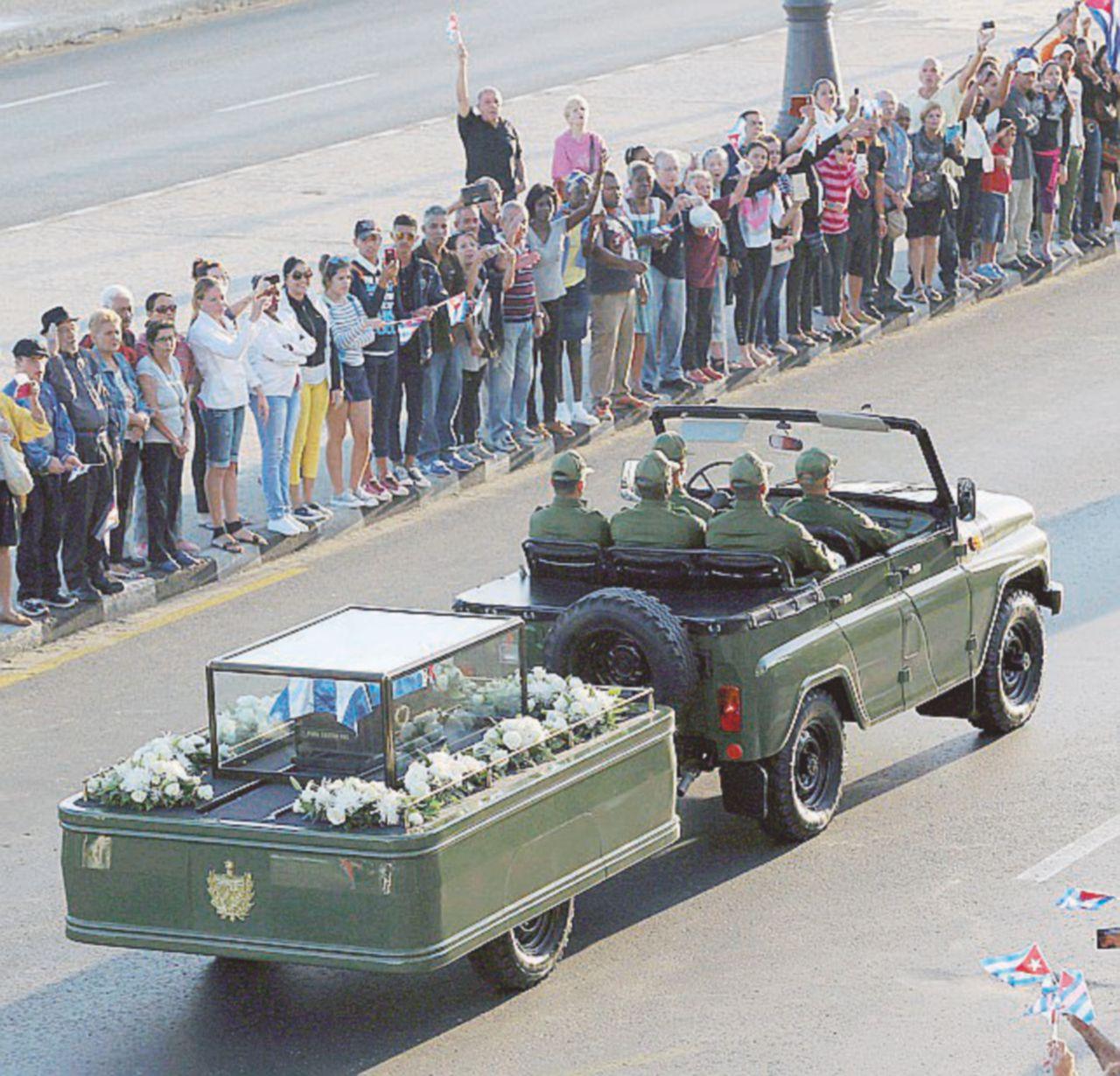 Un milione in coro per l'ultimo viaggio di Fidel
