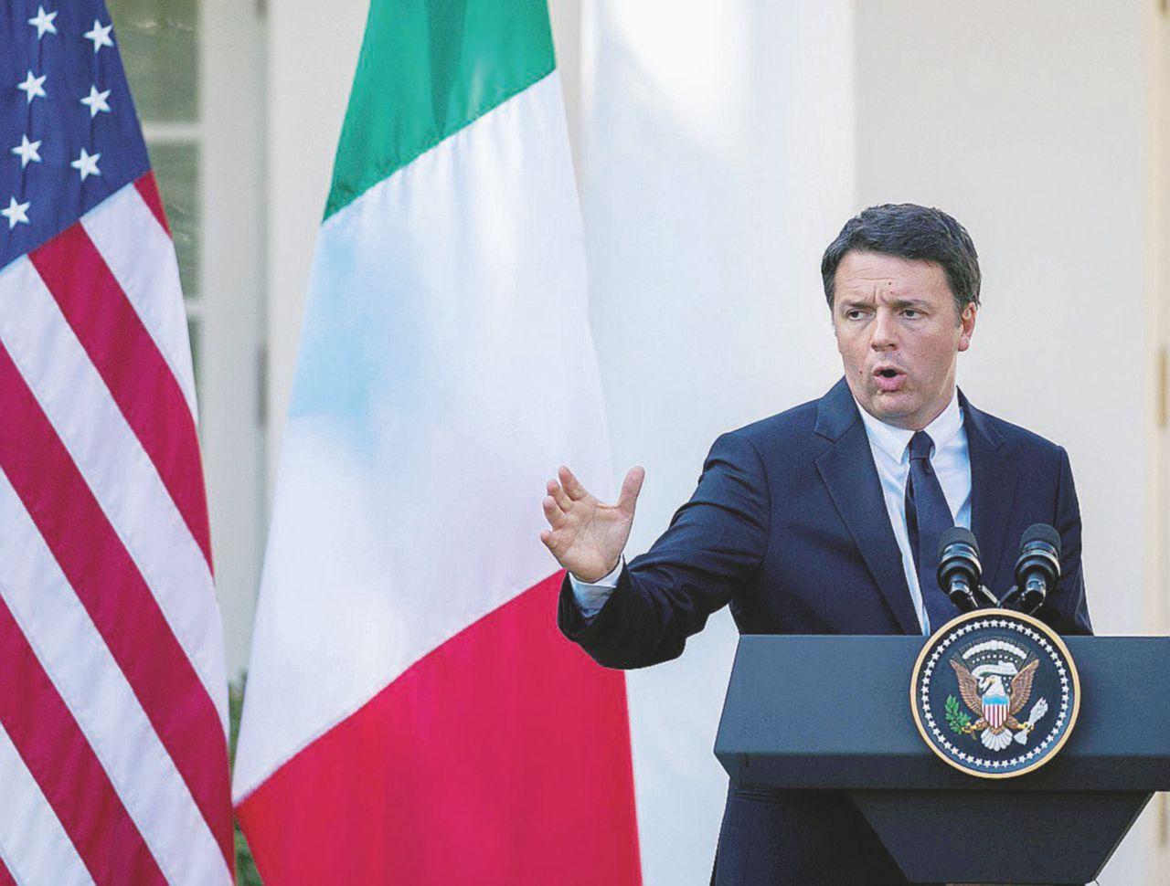 """Renzi, l'autoricatto dell'Italia: """"Se vince il No niente dollari"""""""