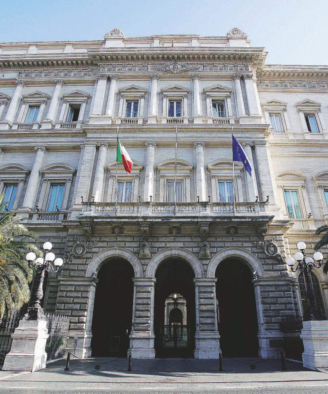 In Edicola sul Fatto del 3 dicembre: Banche, bocciata un'altra legge scritta coi piedi dai costituenti