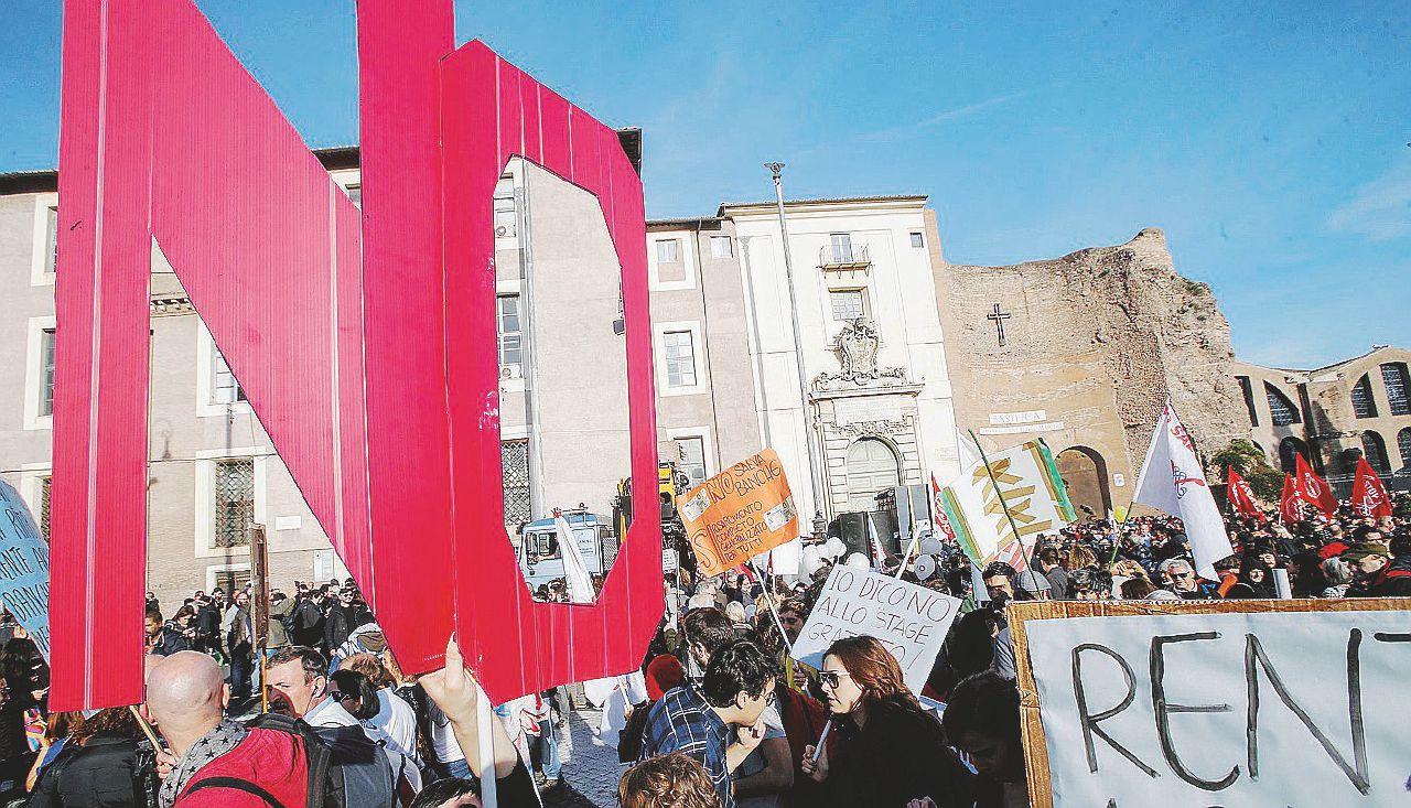 """Renzi si arrende: """"Il popolo ha parlato. Ho perso e lascio"""""""