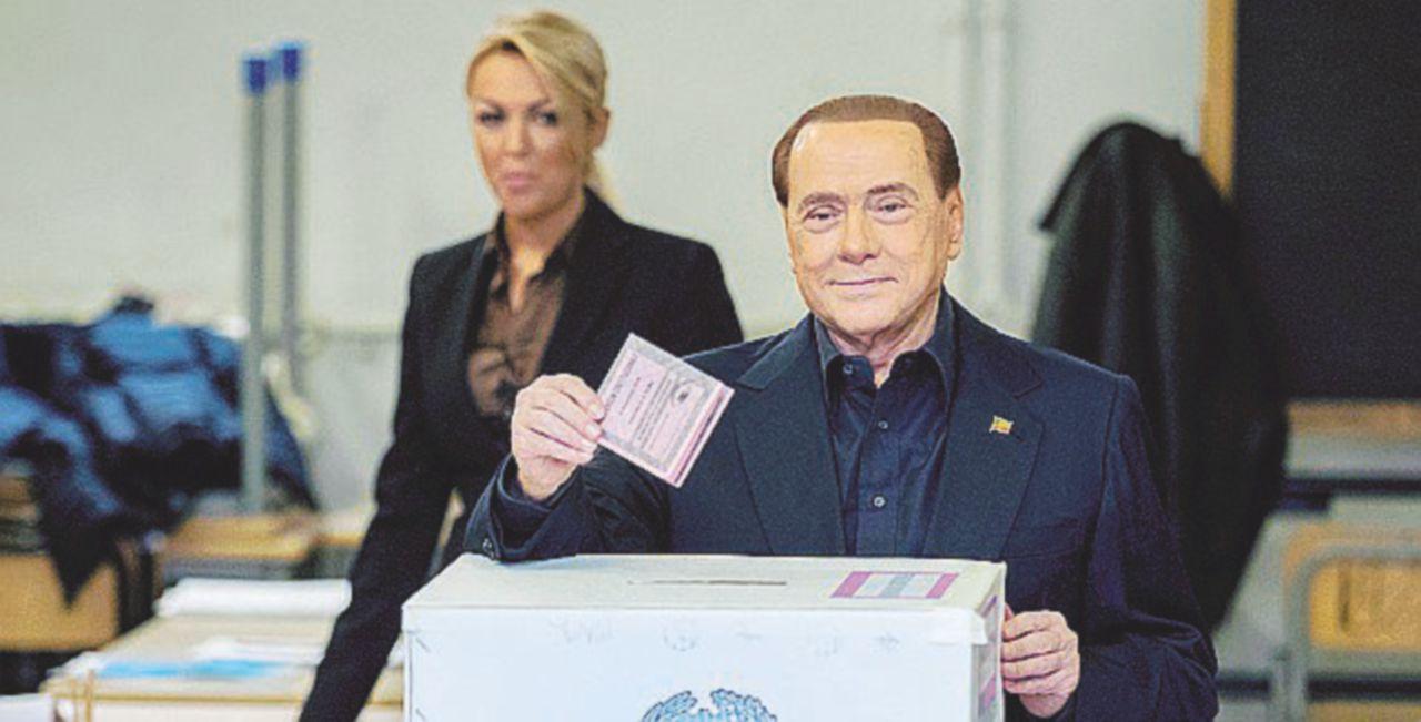 Berlusconi si prepara: ora via l'Italicum e ritorno alle urne