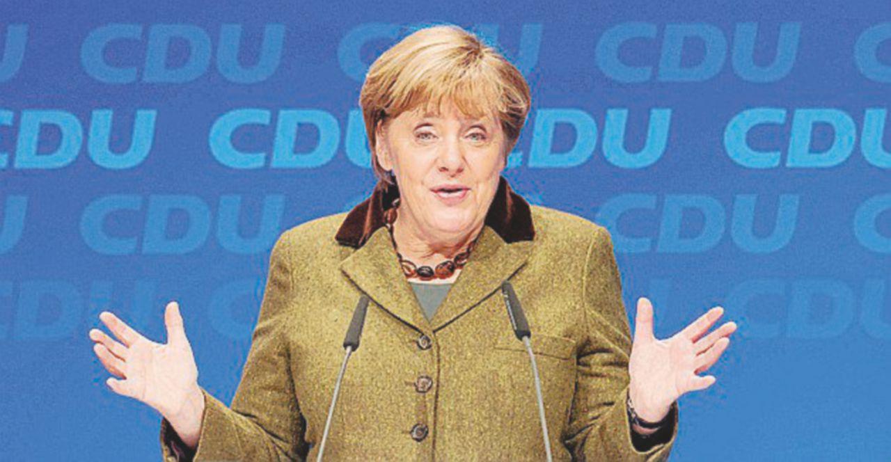 """La Merkel: """"Sono triste per Matteo"""""""