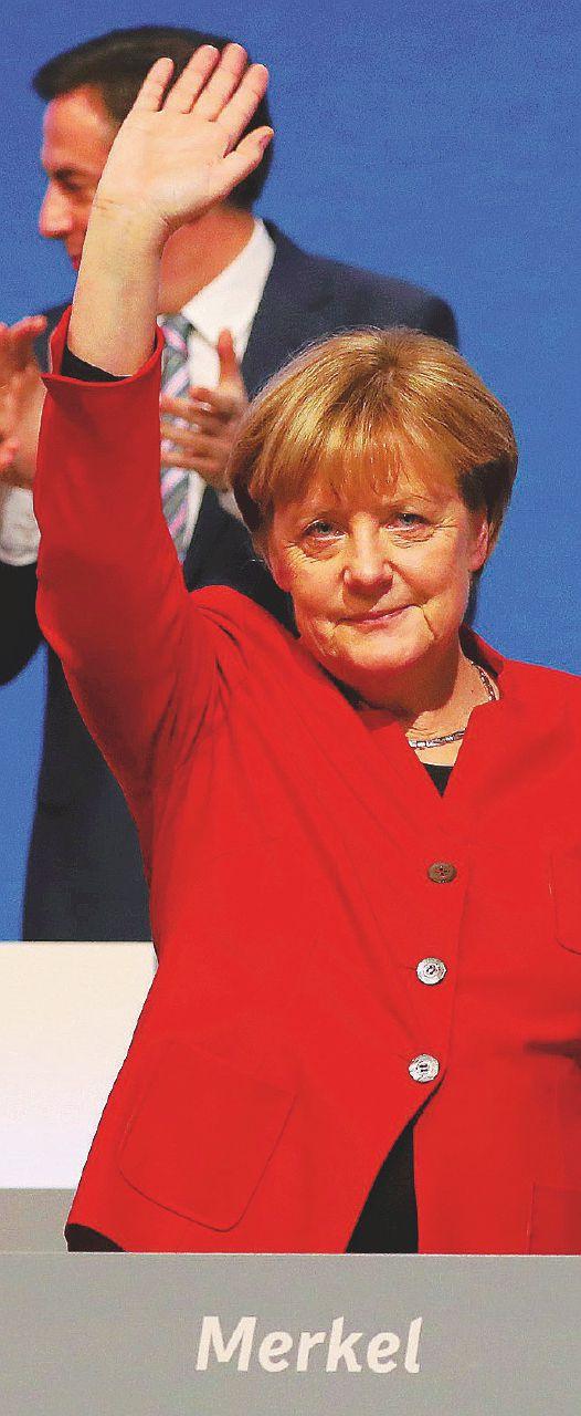 """Mamma Angela getta il velo elettorale: """"Vietare il burqa"""""""