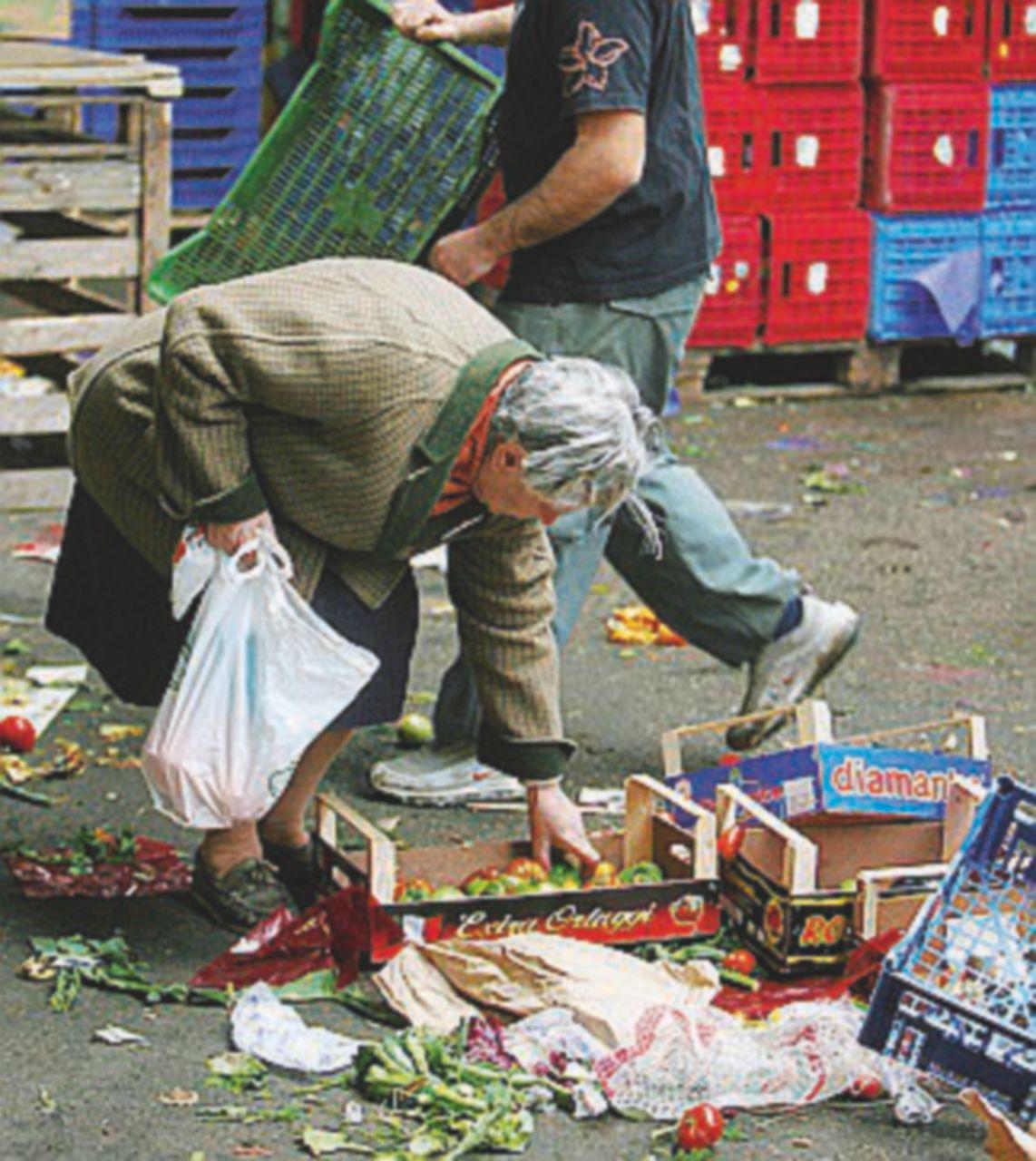 Quasi un italiano su tre a rischio povertà. Ma quest'anno l'Istat arriva dopo il voto