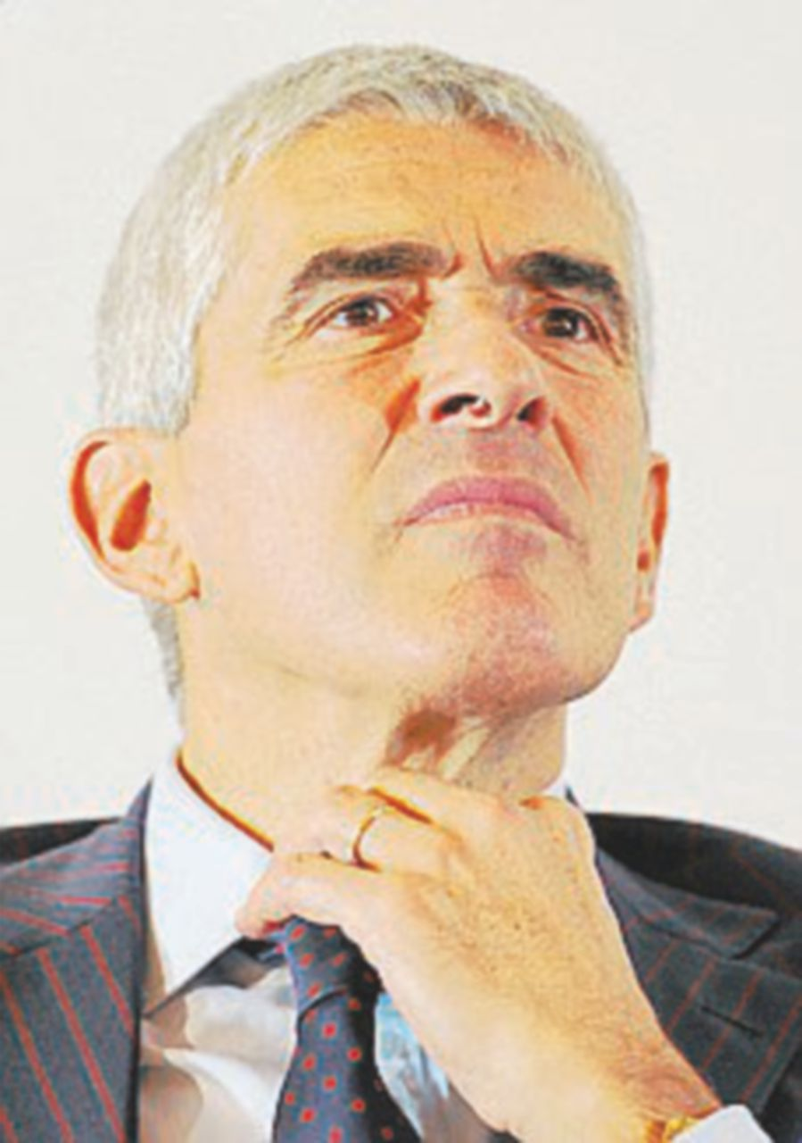 Scissione dell'atomo: l'Udc lascia Alfano, Casini invece no…
