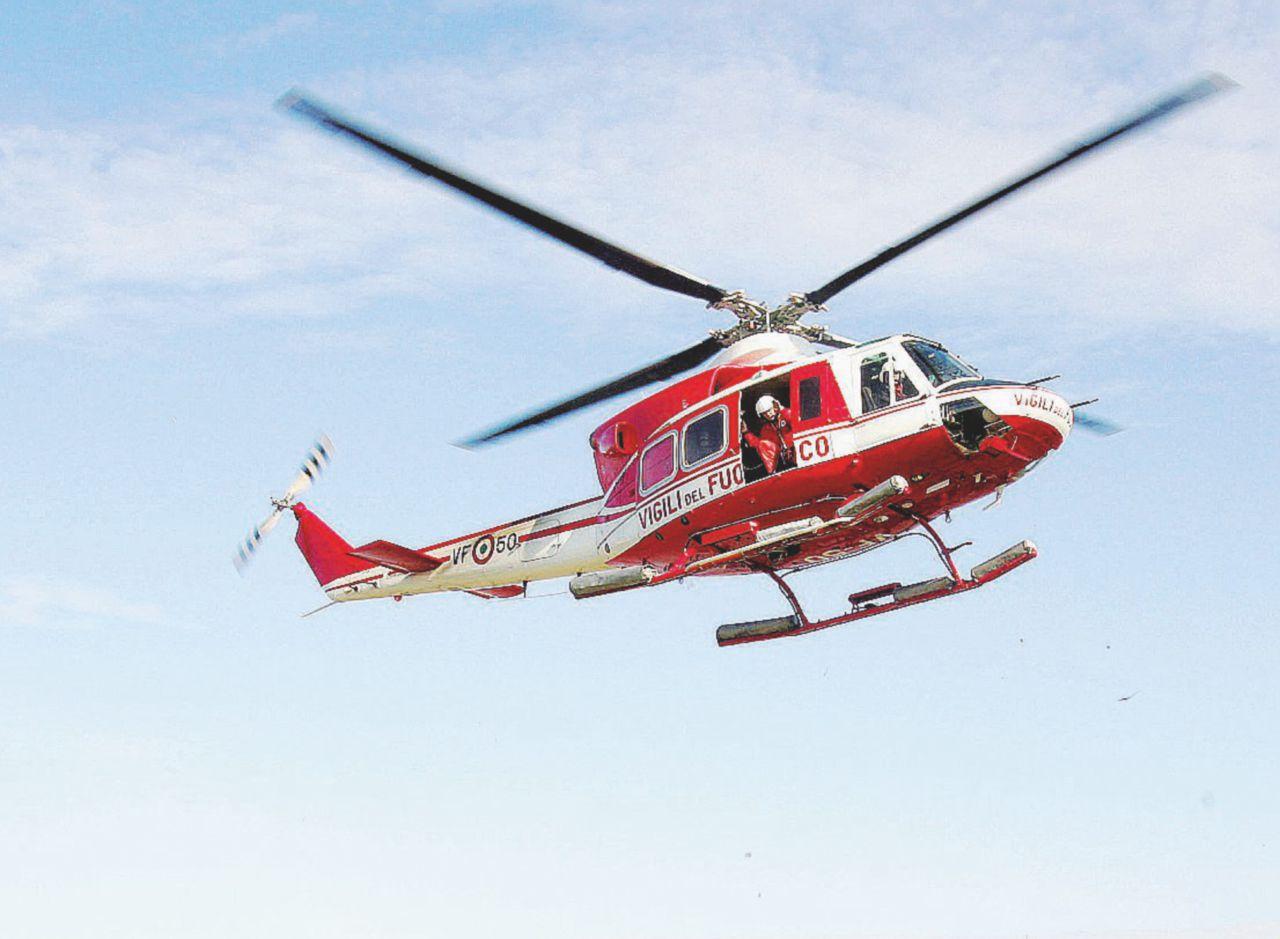 Elicottero Vigili Del Fuoco Verde : Bocci il sottosegretario va a votare con l elicottero dei