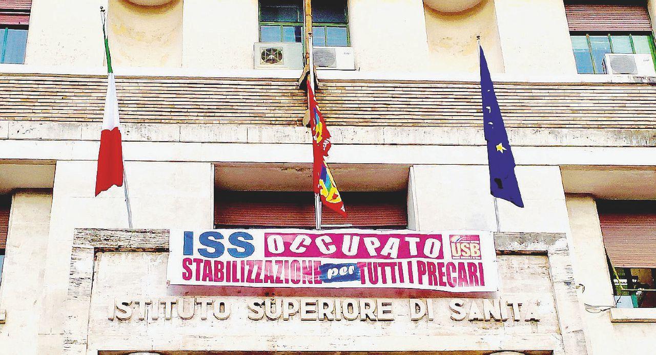 """""""Noi precari dell'Iss presi in giro dal governo. Occupiamo a oltranza"""""""