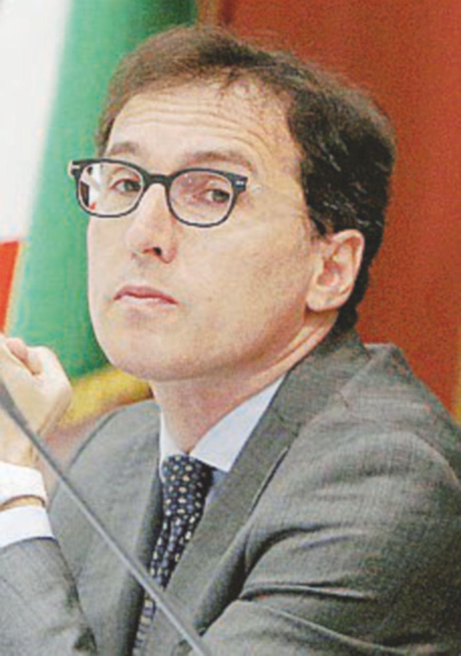 Lavora per Alfano, ma bastona su Twitter i dem anti-premier