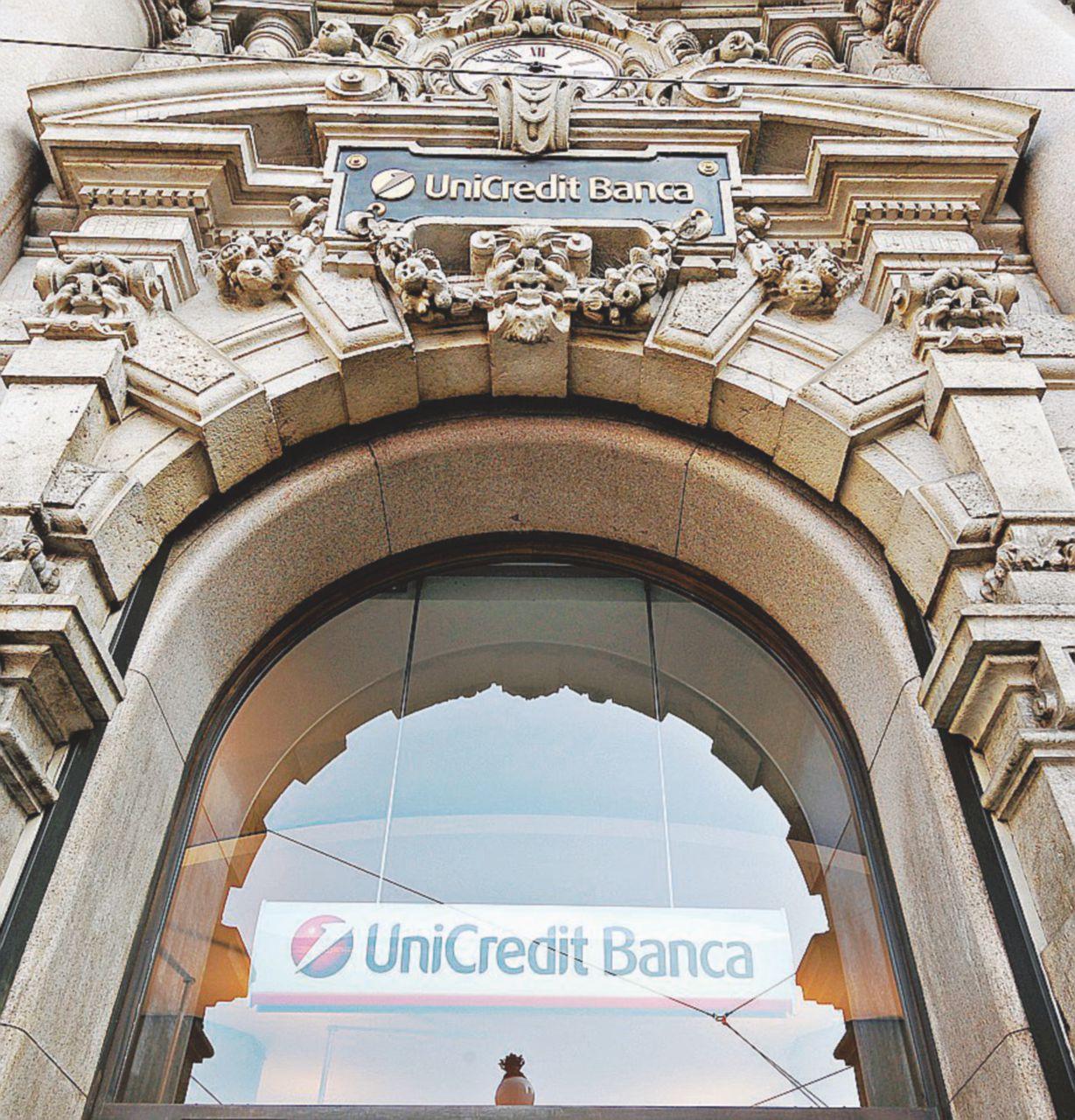Unicredit vende i gioielli: Pioneer finisce ai francesi