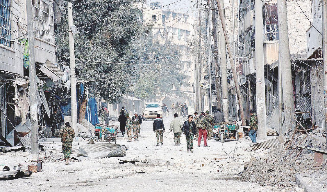 """Il sangue e le voci di Aleppo: """"Addio, qui bruciano i bambini"""""""