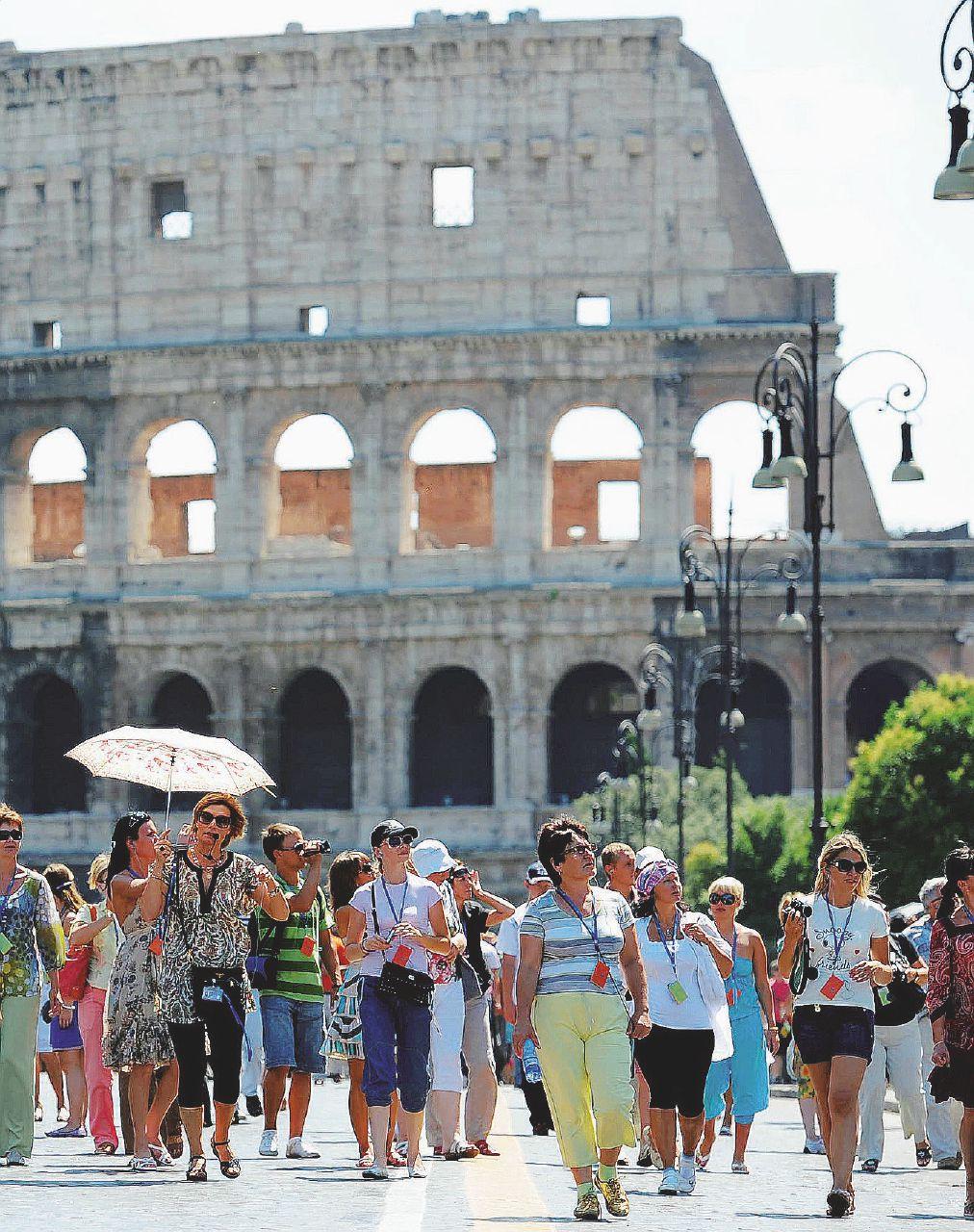 Colosseo, indagine sulla grande mangiatoia
