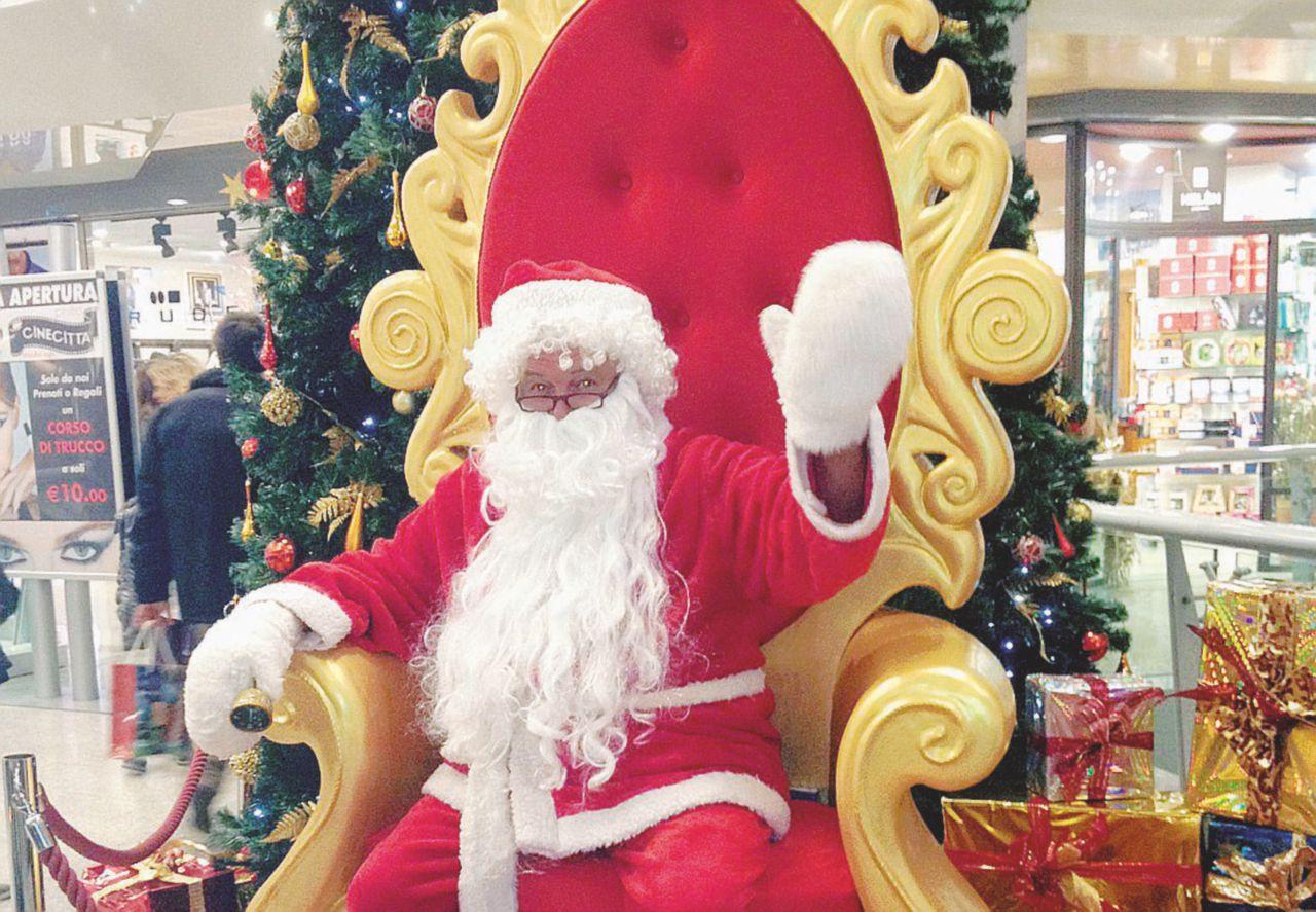 Babbo Natale esiste davvero, usa smartphone e Facebook