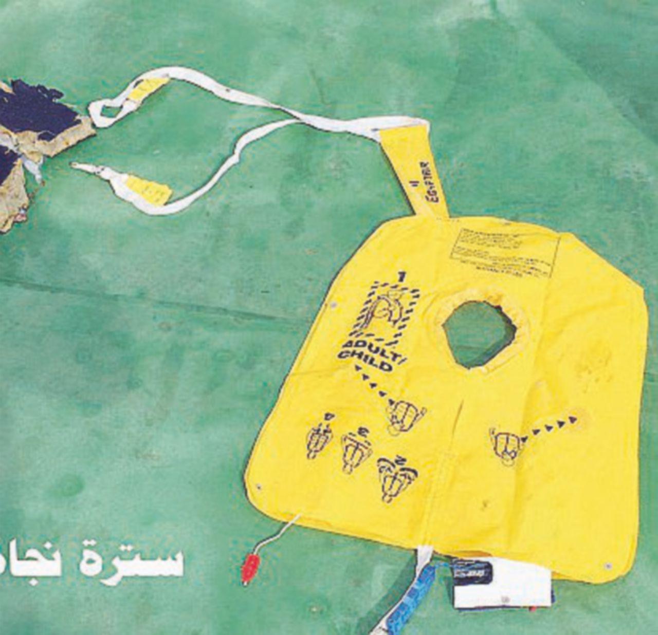 """Il Cairo: """"Tracce di esplosivo sulle vittime del jet Egyptair"""""""