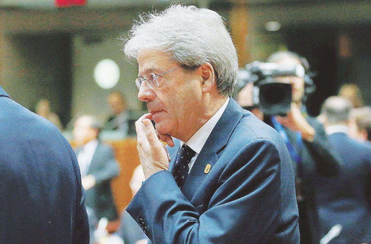 Neppure una foto: Gentiloni scompare anche a Bruxelles