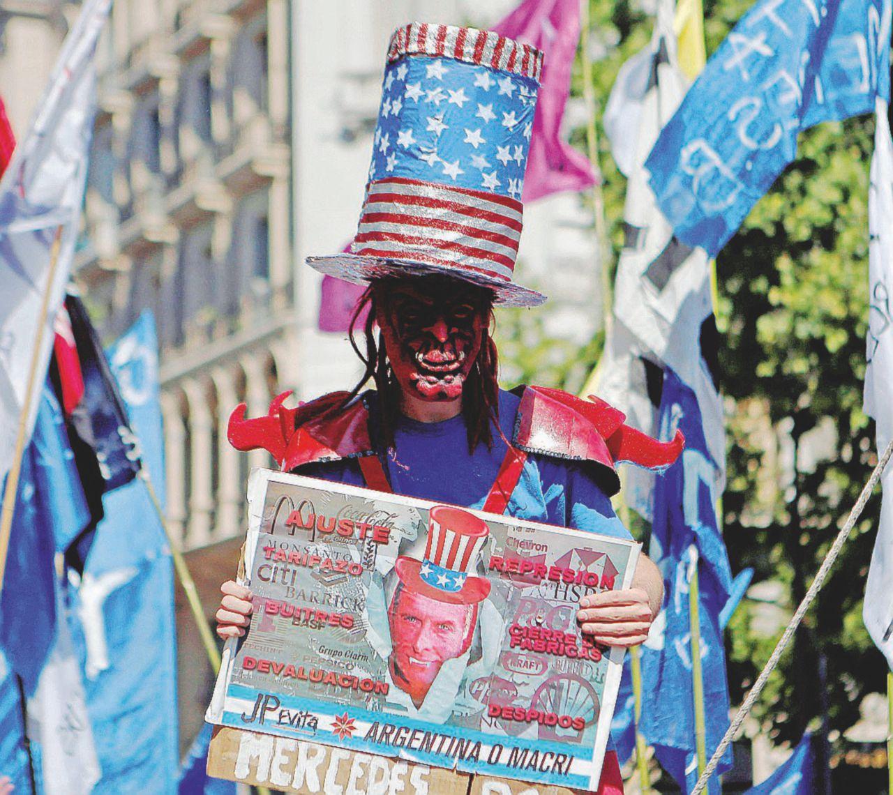Per Macri è già luna di fiele: l'Argentina torna arrabbiata
