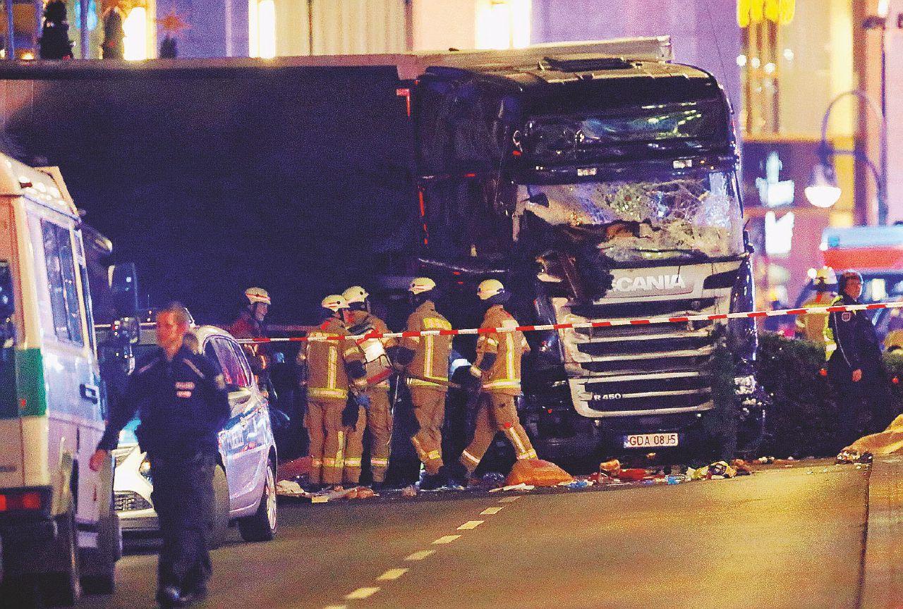 In Edicola sul Fatto Quotidiano del 20 dicembre: Jihad, il sangue sul Natale. Berlino e Ankara