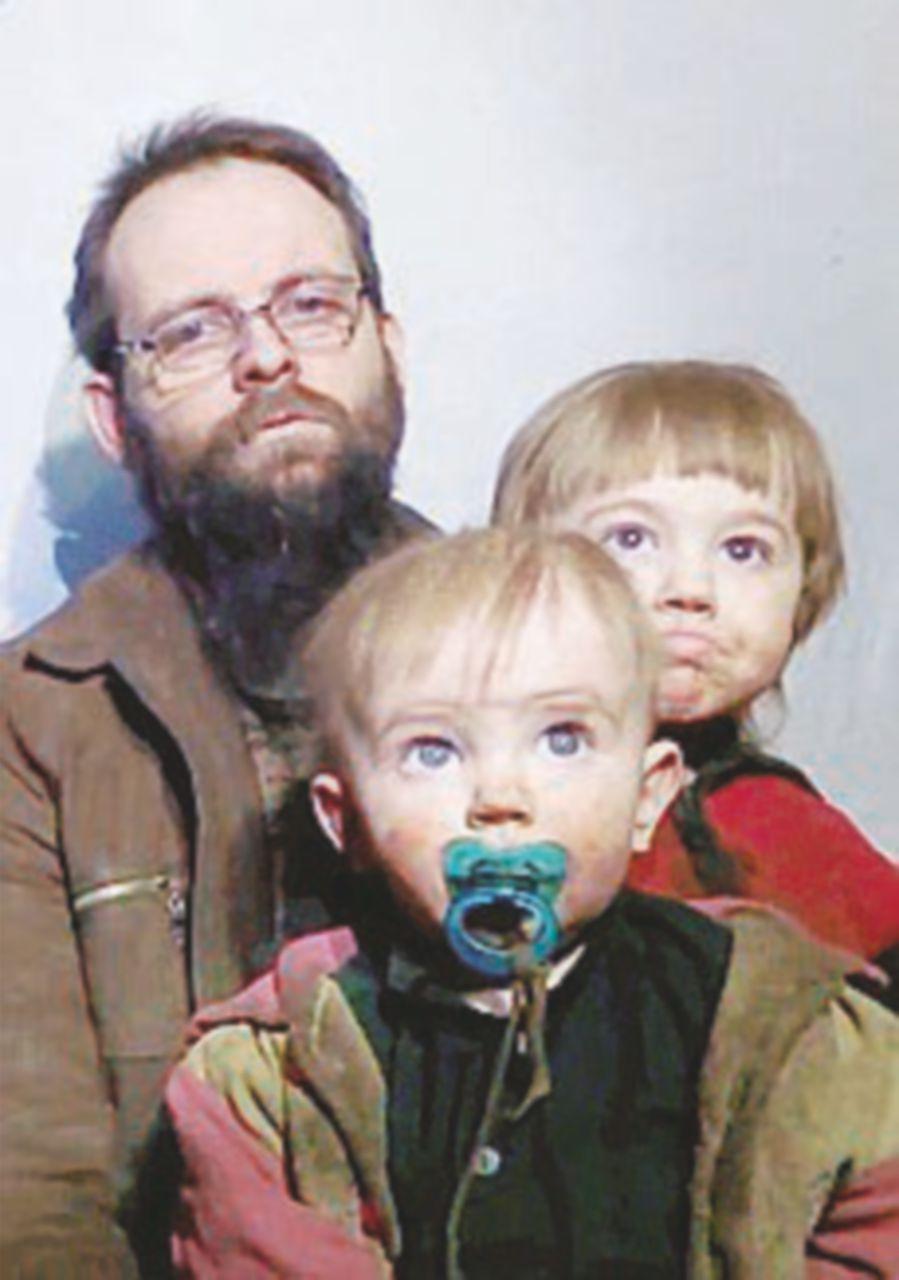 """Coppia rapita dai talebani in video con  i figli: """"È un incubo"""""""