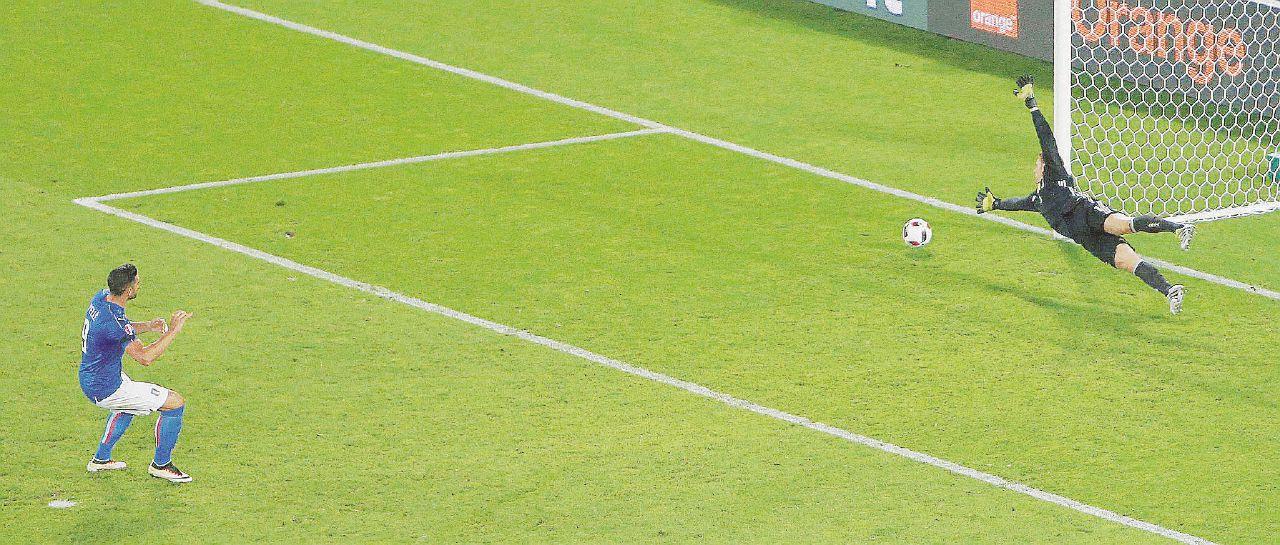 Pel(l)è, il ballo di Zaza e Messi simil-Malgioglio