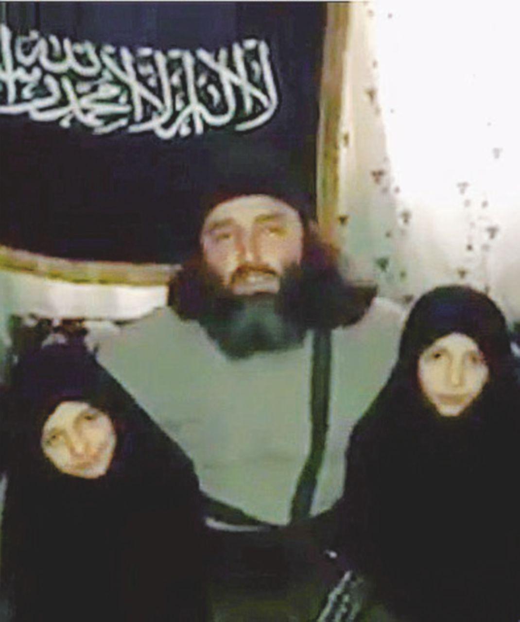 """Ucciso dal """"fuoco amico"""" il leader jihadista padre delle """"bimbe-kamikaze"""""""