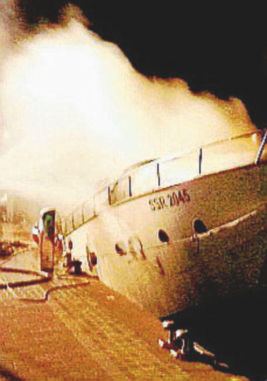 Brucia lo yacht: tre tedeschi muoiono intrappolati a Loano