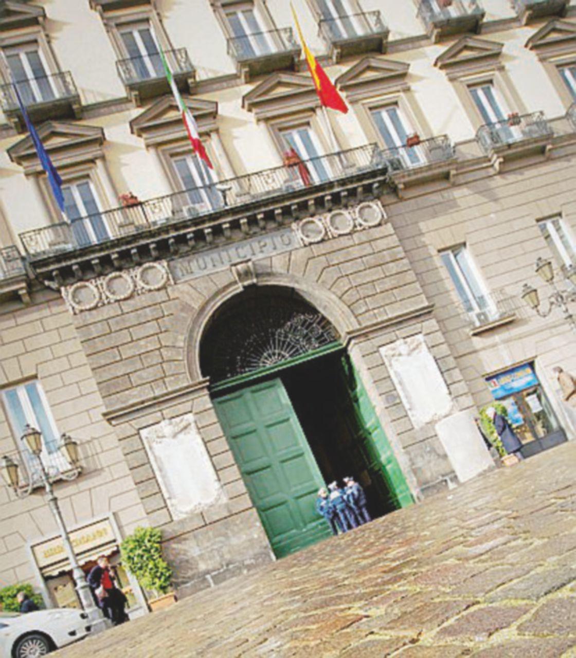 Il Comune di Napoli blocca i pagamenti