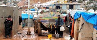 """Siria, in migliaia sfollati sotto le bombe di Idlib: """"Prima morivamo di fame, ora ci uccidono i raid"""""""