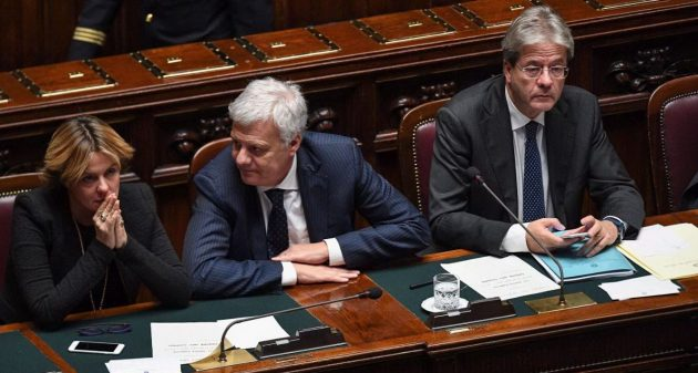 I ministri centristi Beatrice Lorenzin e Gian Luca Galletti con il nuovo presidente del Consiglio